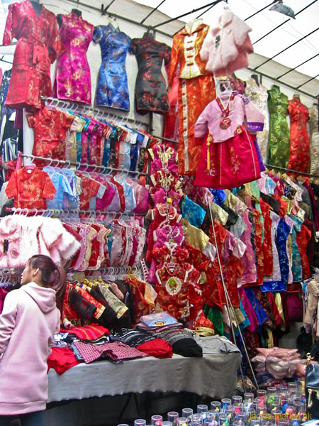 Traditional Chinese Style Silk Goods In Ladies Market